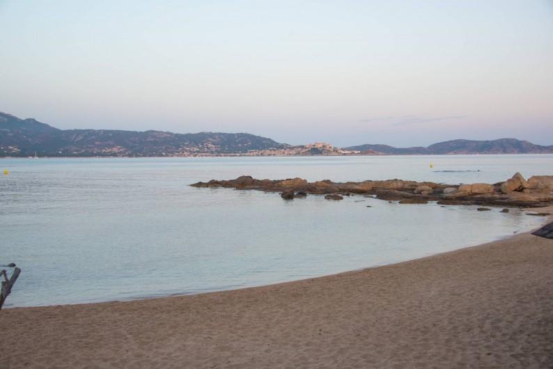 Location de vacances - Appartement à Lumio - Plage