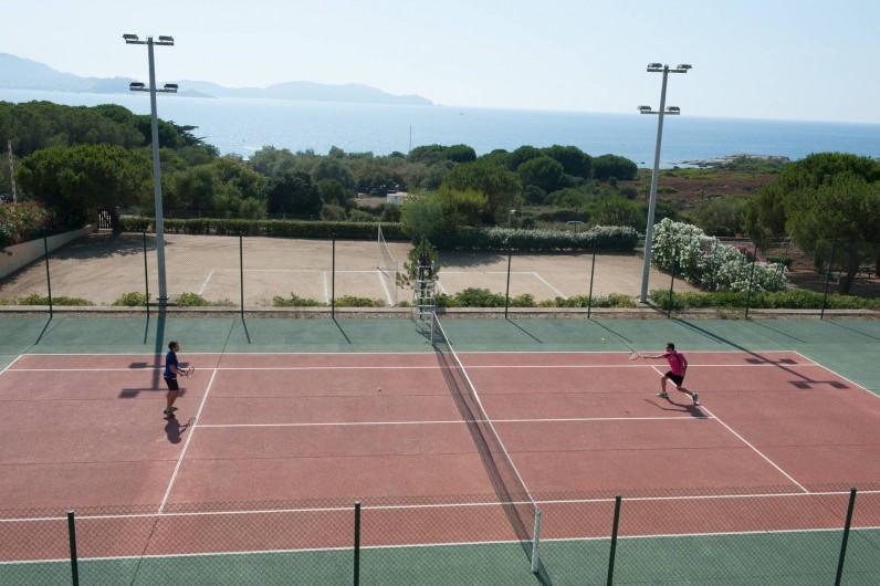 Location de vacances - Appartement à Lumio - Tennis