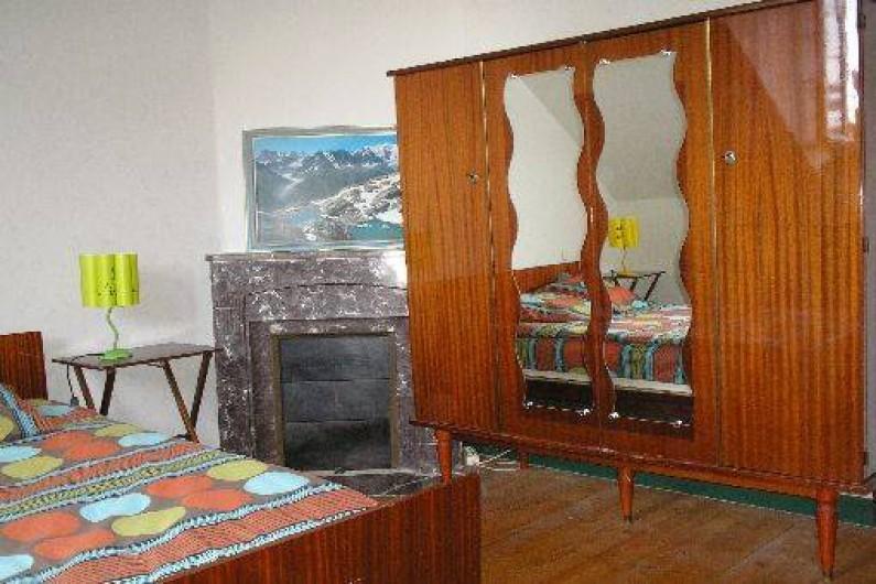 Location de vacances - Villa à Concarneau - chambre 1 étage  1 lit 140, armoire ,bureau
