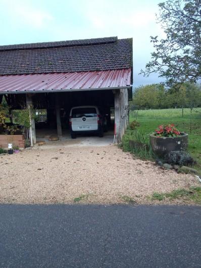 Location de vacances - Appartement à Liourdres - mon parking personnel