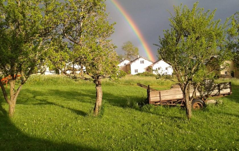 Location de vacances - Chalet à Villesoule - arc en ciel sur la maison