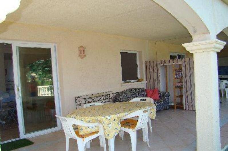 Location de vacances - Appartement à Cavalaire-sur-Mer - Coin terrasse couverte