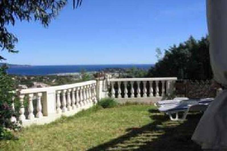 Location de vacances - Appartement à Cavalaire-sur-Mer - Pelouse location