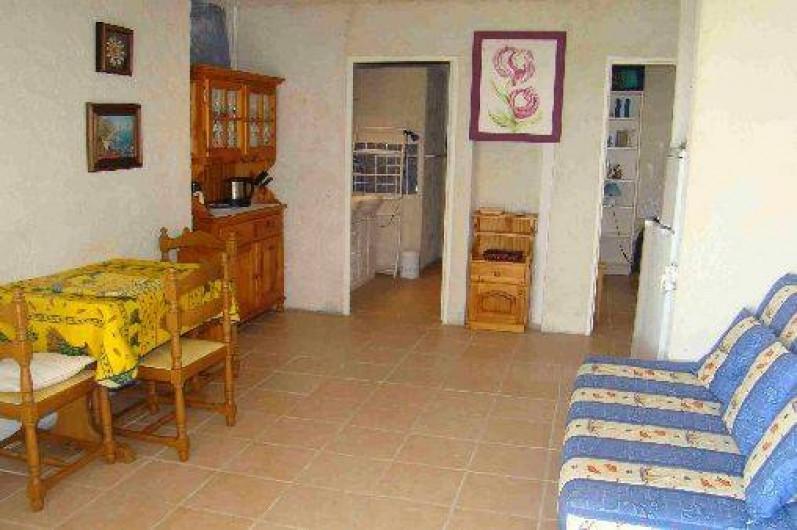 Location de vacances - Appartement à Cavalaire-sur-Mer - Salon appartement azur