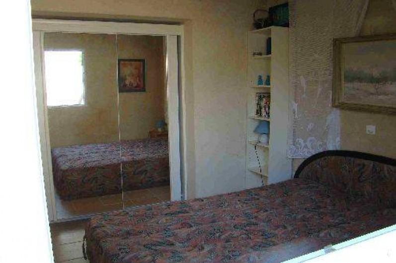 Location de vacances - Appartement à Cavalaire-sur-Mer - Chambre appartement azur