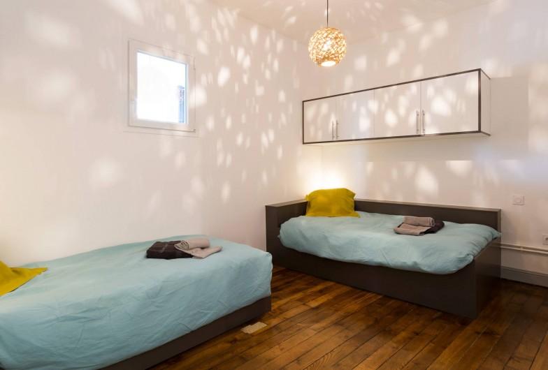 Location de vacances - Appartement à Charleville-Mézières - Chaque lit dispose d'un espace de rangement individuel