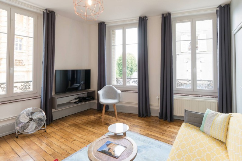 Location de vacances - Appartement à Charleville-Mézières - Equipement TV écran plat, wifi, fibre optique,  ventilateur