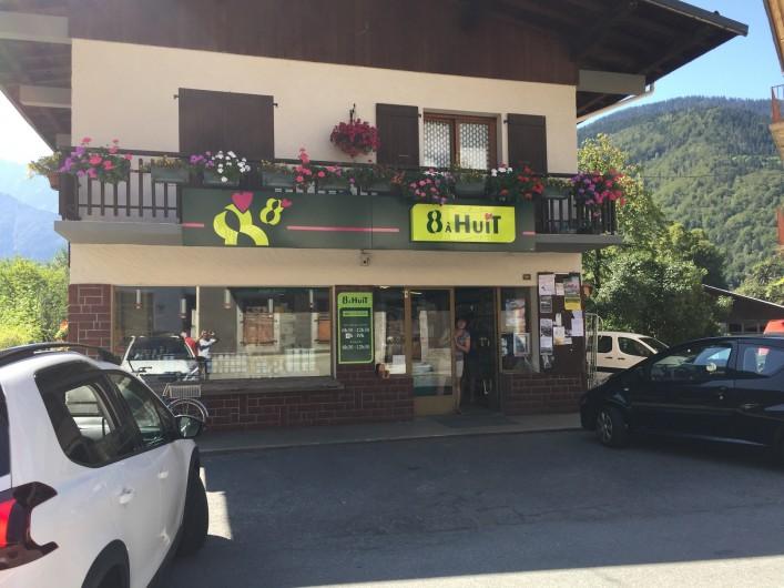 Location de vacances - Chalet à Servoz - La petite épicerie de Servoz  Dépôt de pain, croissants, journaux ...