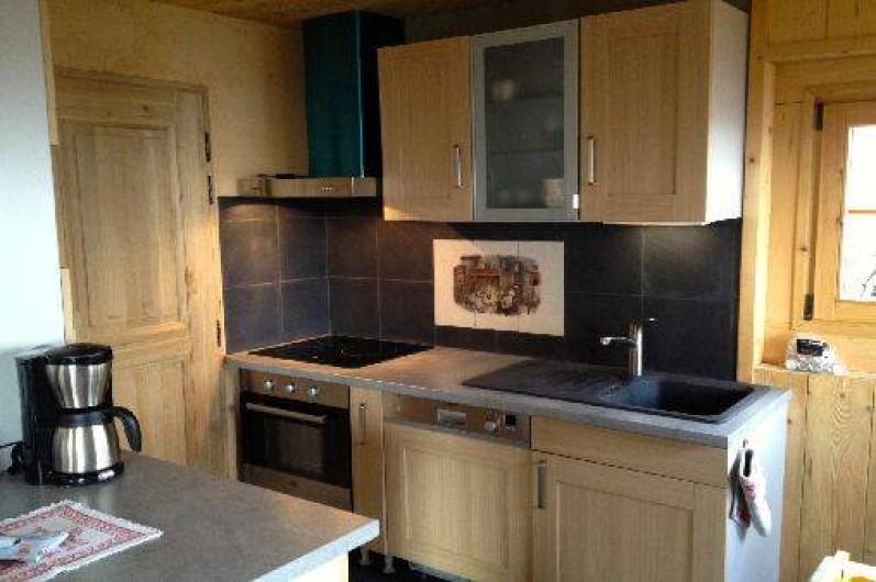 Location de vacances - Chalet à Servoz - Le coin cuisine avec équipements modernes.