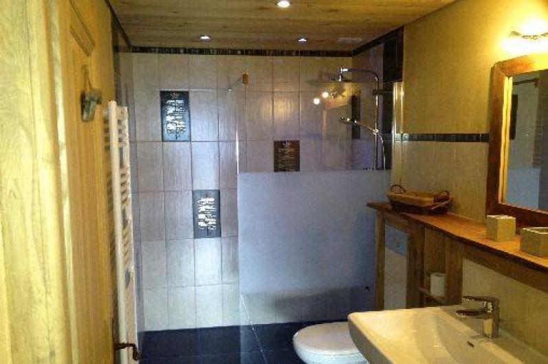 Location de vacances - Chalet à Servoz - La salle de bain