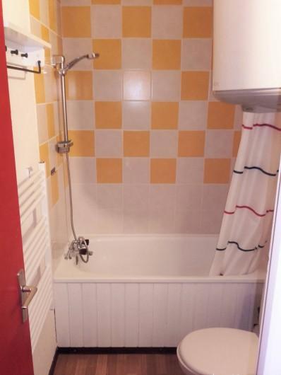 Location de vacances - Studio à Les Deux Alpes - salle de bain
