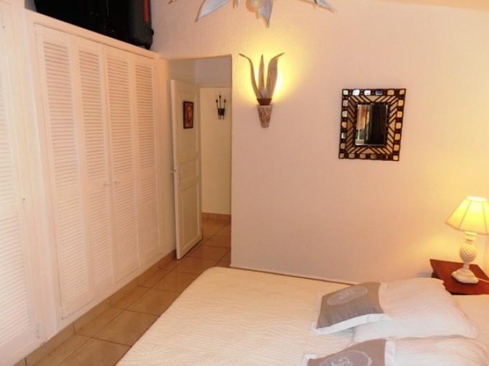 Location de vacances - Villa à Saint-François - Chambre 1 climatisée avec placards