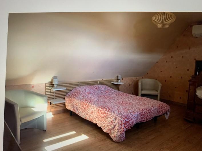 Location de vacances - Gîte à Omiécourt - Grande chambre du haut