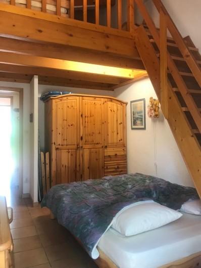 Location de vacances - Villa à Biscarrosse Plage - Chambre 3 avec Grand lit et accès à la mezzanine