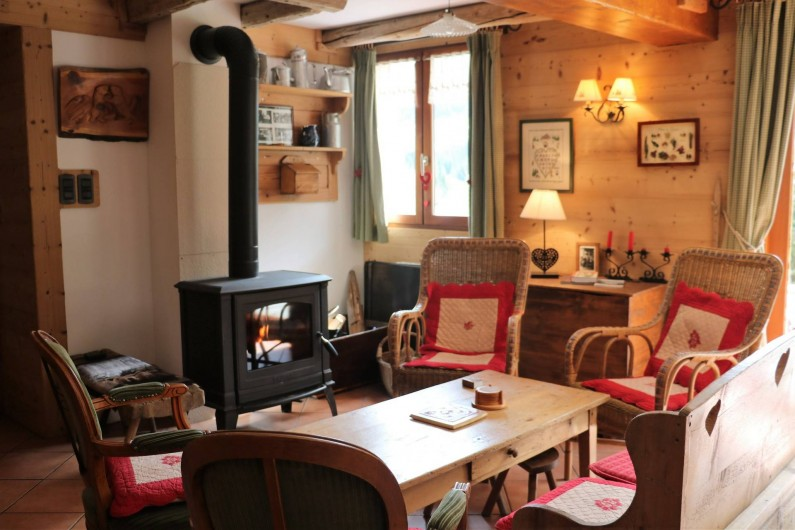 Location de vacances - Chalet à Saint-Jean-d'Arves - Rdc coin apéro + poële