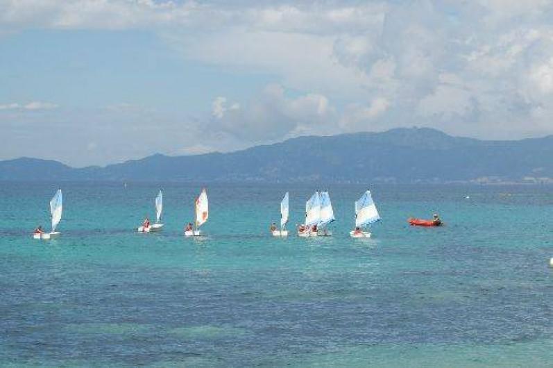 Location de vacances - Maison - Villa à Coti-Chiavari - cours de voile pour les enfants et adultes sur la plage de Portigliolo