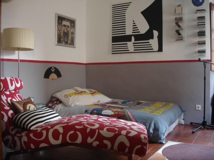 Location de vacances - Appartement à L'Île-Rousse - CHAMBRE LIT SIMPLE + LIT BÉBÉ