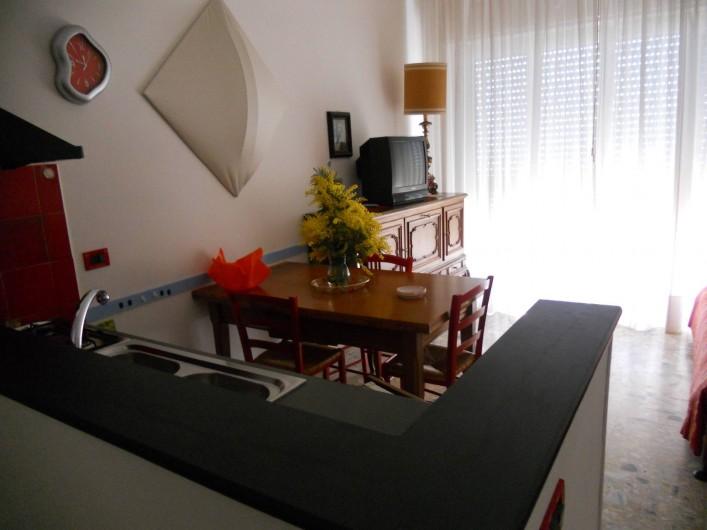 Location de vacances - Appartement à Ospedaletti - angle cuisine et table à manger