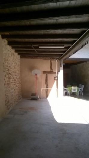 Location de vacances - Chambre d'hôtes à Eguisheim - cour du Gite  dans maison vigneronne restaurée