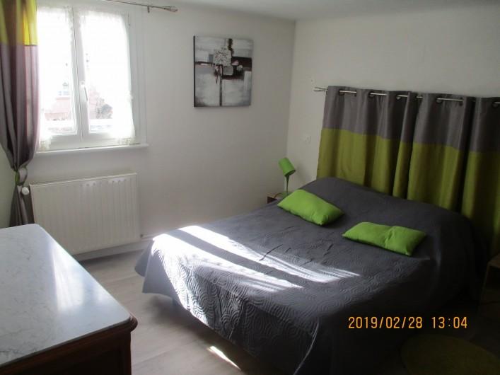 Location de vacances - Chambre d'hôtes à Eguisheim - chambre 2 personnes ,  elle  peut-être communicante  avec la  3ème  chambre,