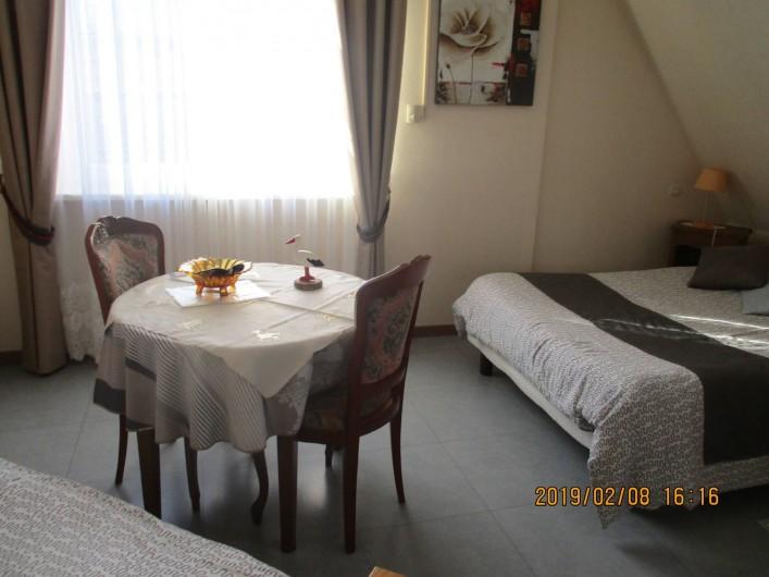 Location de vacances - Chambre d'hôtes à Eguisheim - Chambre  BRUNE pour   3 personnes