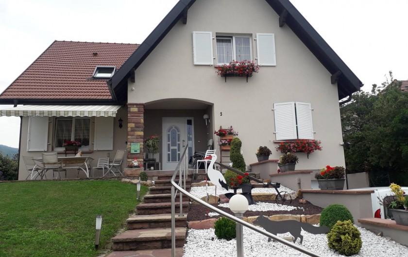 Location de vacances - Chambre d'hôtes à Eguisheim - NOTRE  MAISON,  rue des  3   Pierres à  EGUISHEIM