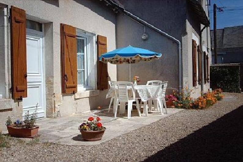 Location de vacances - Gîte à Pontlevoy - 'les Jonquilles' vue extérieure - 2 portes d'accès