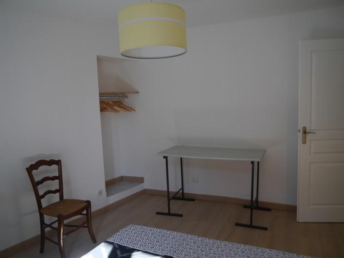 Location de vacances - Appartement à Saint-Paulet-de-Caisson - chambre et espace de travail, connexion wifi gratuite