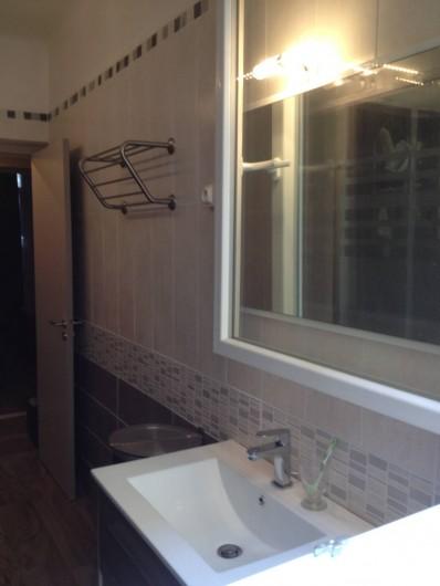Location de vacances - Appartement à Sarlat-la-Canéda - salle de bains