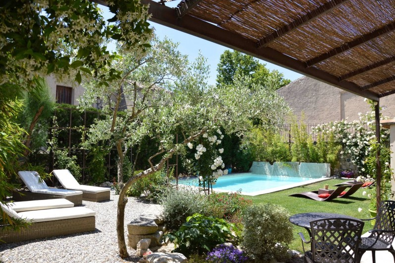 Location de vacances - Chambre d'hôtes à Pernes-les-Fontaines - Jardin et piscine