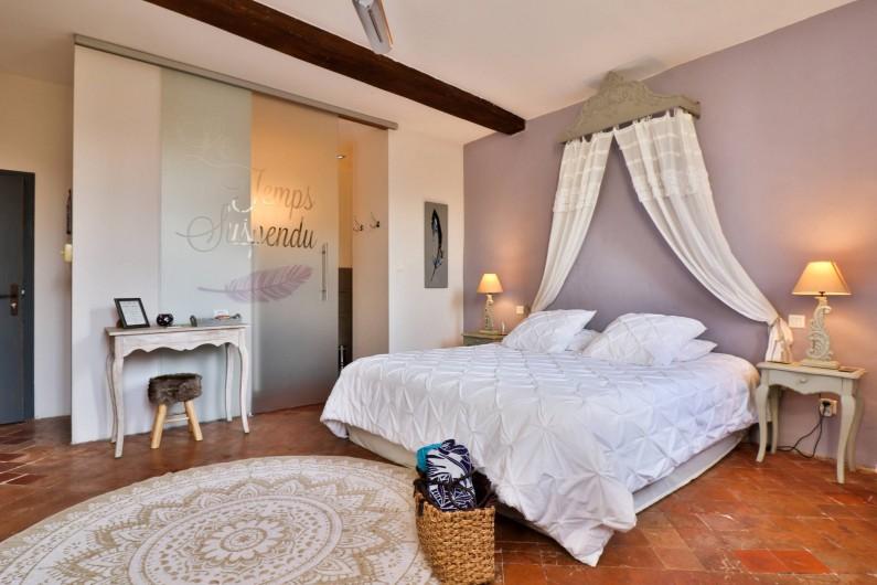 Location de vacances - Chambre d'hôtes à Pernes-les-Fontaines - Nuage de Plumes 30m2 Vue jardin Douche italienne,  double vasque, toilettes