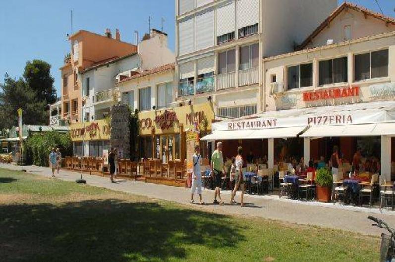 Location de vacances - Appartement à Argelès-sur-Mer - Les restaurants du bord de mer