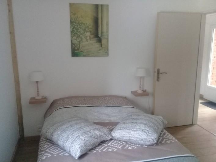 """Location de vacances - Gîte à Helfaut - chambre  double """" le petit bois"""" au rez de chaussée avec salle de douche et WC"""