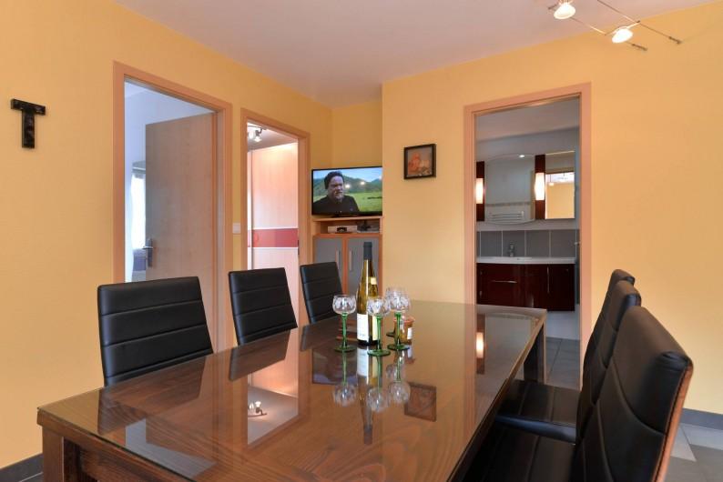 Location de vacances - Gîte à Logelheim - Cuisine et sa TV