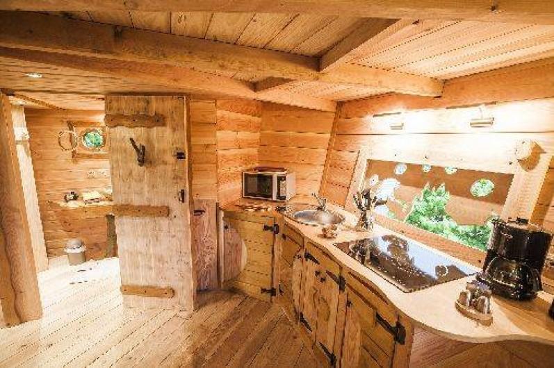 les cabanes du ch ne rouvre cabanes dans les arbres saint di des vosges dans les vosges. Black Bedroom Furniture Sets. Home Design Ideas