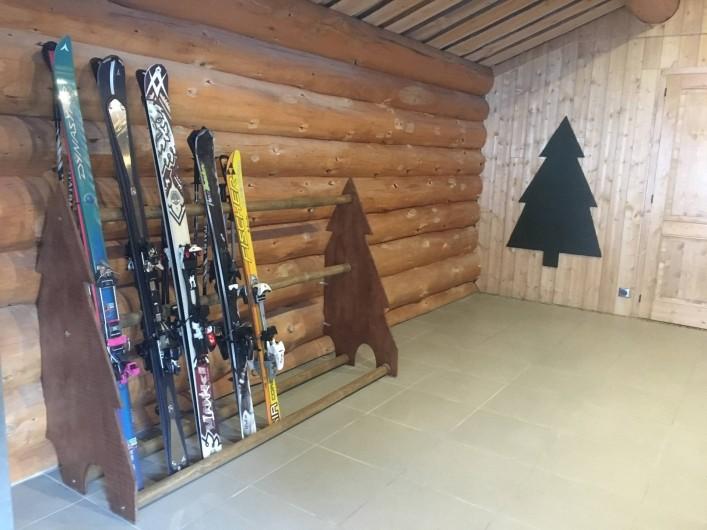 Location de vacances - Chalet à Bolquère - Le râtelier à skis