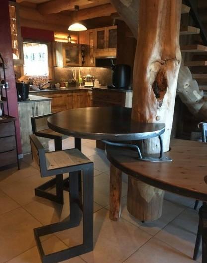 Location de vacances - Chalet à Bolquère - Le mange debout pour un petit-déjeuner en tête à tête