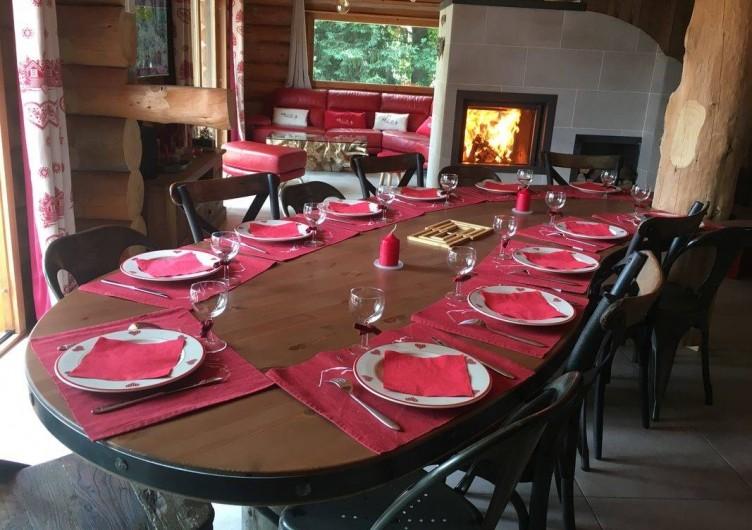 Location de vacances - Chalet à Bolquère - La table accueille facilement 12 convives