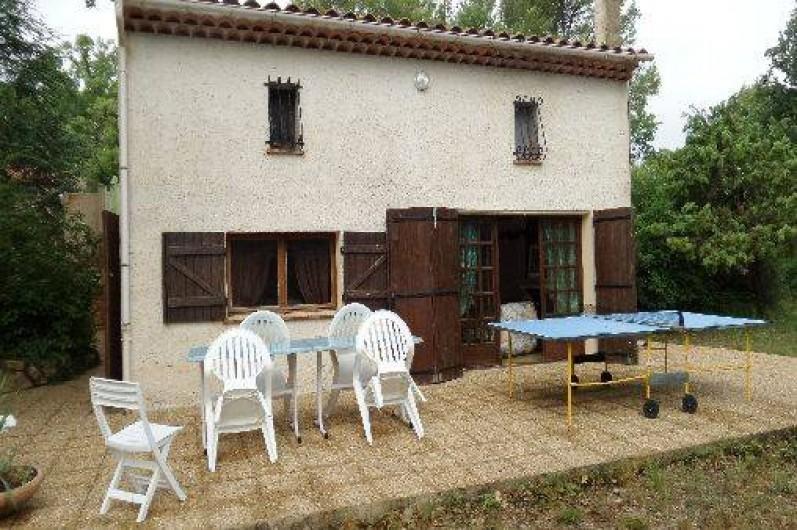 Location de vacances - Villa à Draguignan - l'espace repos extérieur avec table  pig- pong