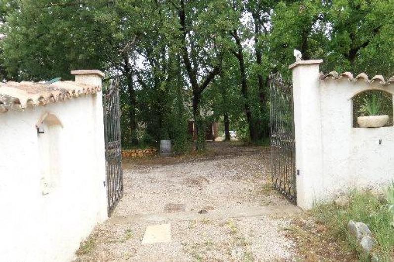 Location de vacances - Villa à Draguignan - L'entrée principale donnant accès à notre propriété.