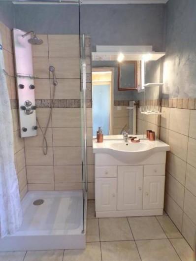 Location de vacances - Gîte à Vignonet - salle d'eau
