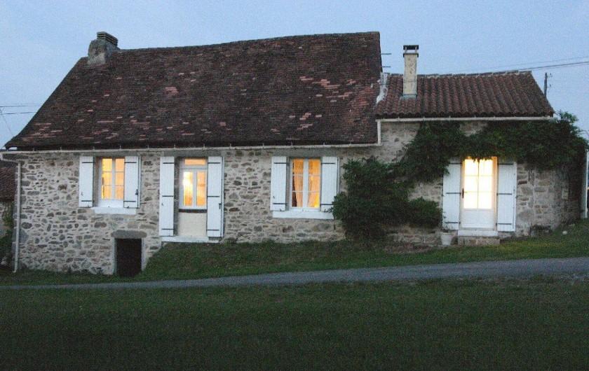 Location de vacances - Gîte à Puydoyeux - Devant la maison