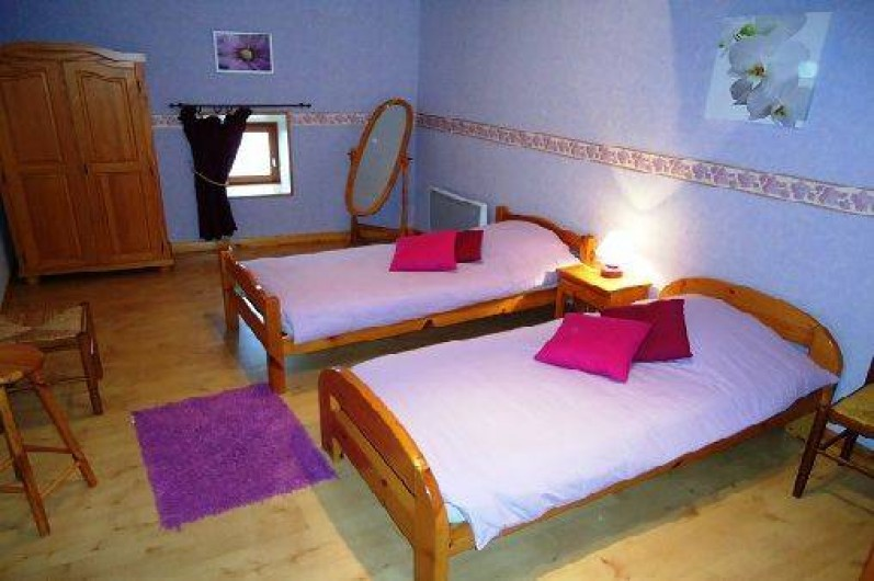 Location de vacances - Gîte à Saint-Privat-du-Dragon - Chambre avec 2 lits 90 x 190