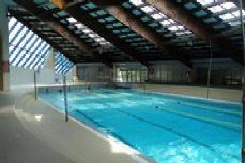 Location de vacances - Camping à Sigean - piscine couverte