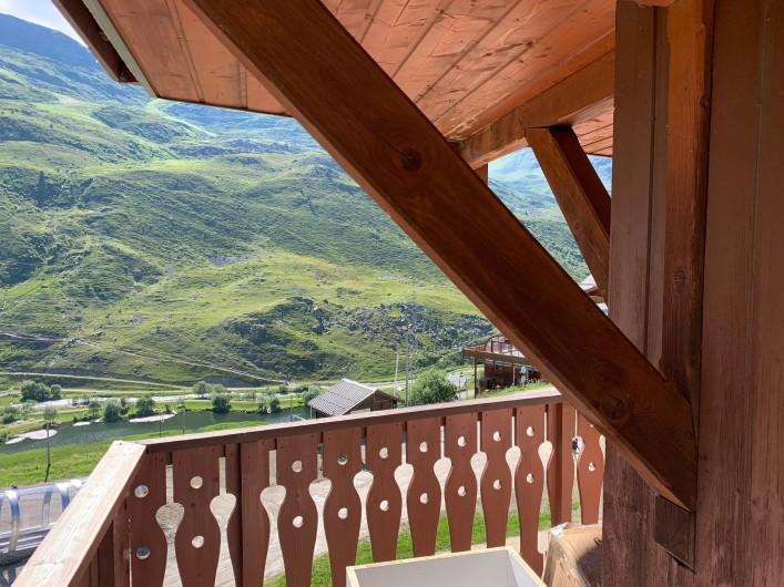 Location de vacances - Appartement à Les Menuires - Vue partielle du balcon de 14 m2