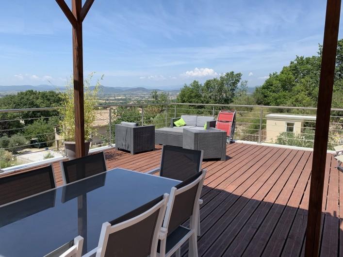 Location de vacances - Villa à Barjac - Terrasse de 100 m2
