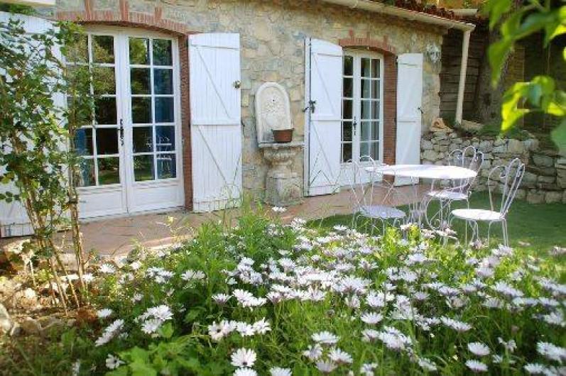 Location de vacances - Chambre d'hôtes à Cuers - jardinet privatif