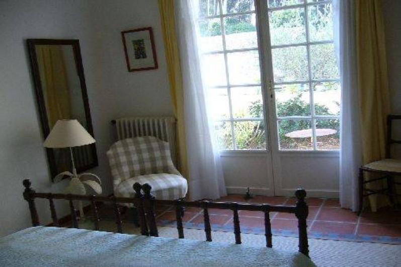 Location de vacances - Gîte à Le Beausset - Chambre donnant sur une deuxième petite terrasse