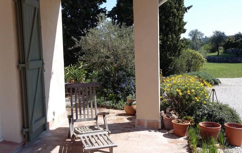 Location de vacances - Gîte à Le Beausset - la terrasse dans son environnement