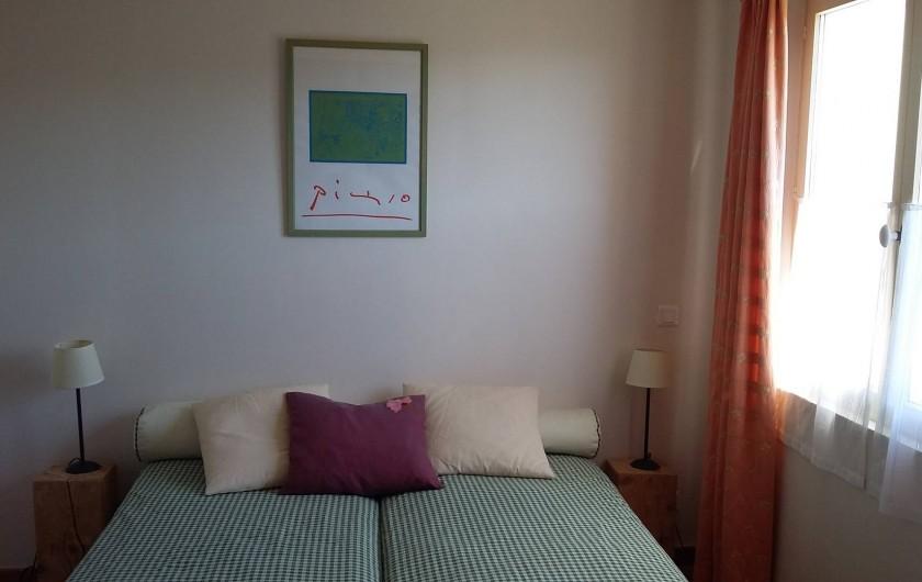 Location de vacances - Gîte à Le Beausset - la deuxième chambre avec douche et double lavabo  et WC séparé